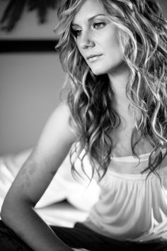 jennifer nettles- Maybe I should leave my hair long and get it permed like this