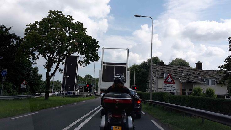 'de brug stond open, maar ik ben wel op tijd' #covebo #anotherdayattheoffice #smoezen