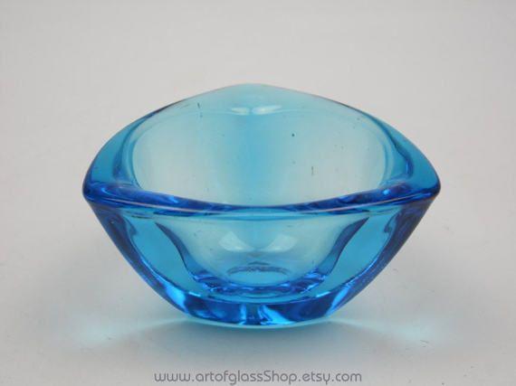 Nuutajarvi Notsjo blue coloured Haransilma/Bullseye bowl by Kaj Franck