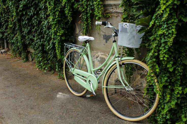 Cool lady bicycle that looks like a pistachio ice cream.   #powdercoating #dreambicycle #ladybicycle