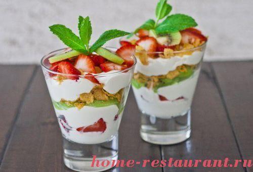 Фруктовый салат с йогуртом и с творожной массой