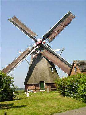 In Slochteren staat molen De Grootte Polder. De molen die uit 1783 stamt is de oudste nog bestaande poldermolen in de provincie Groningen. De molen draait vrijwel wekelijks op zondagmiddag. Indien de molen voor bezoek is geopend wordt de Gemeentevlag van Slochteren gevoerd. De Grote Polder Groenedijk 22 9621 TL Slochteren