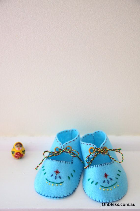 Baby shoes felt booties retro booties hand embroidered. by OhBless