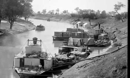 Paddle steamers unloading wool at Bourke, NSW, photographed by George Bell (attributed), published by Kerry and Co, Sydney, 1890-1900. Powerhouse Museum collection. 85/1284-753.
