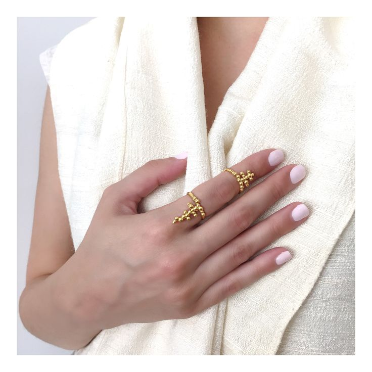Elegance in white #rings #gold #dotscollection #huffyjewels  www.huffyjewels.com