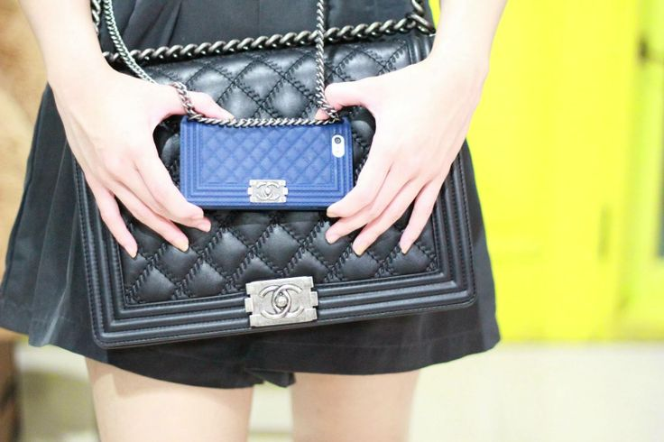 #fashion #chanel #chanelboybag #iphonecover http://www.myurbanbonton.com/