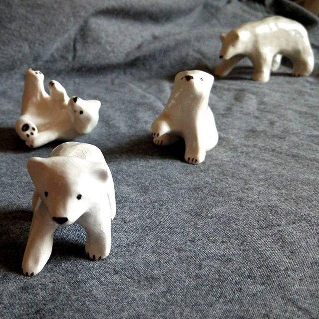 Белые медведи. Керамические фигурки.