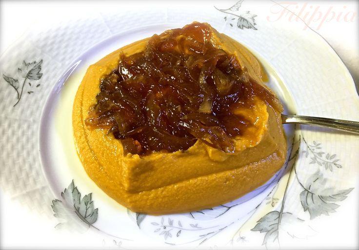 Φαβα κοκκινιστή με καραμελωμένα κρεμμύδια