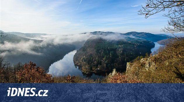 Zveme vás na výlet za krásnými vyhlídkami a spoustou vodopádů. Středočeská krajina kolem Štěchovické přehrady je divoká a malebná zároveň: najdete tu skály padající k hladině Vltavy i divoké potoky, které si prorážejí cestu hlubokými bočními kaňony.