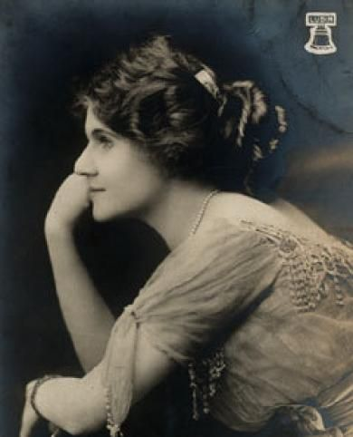 """Florence Lawrence (1886-1938), America's first movie star. Known as """"The Biograph Girl."""" Circa 1908."""