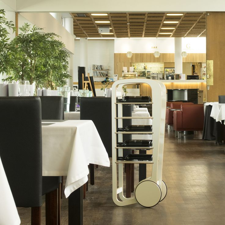 fleimio trolley with wine shelves and wine bottles in the restaurant Gustavelund.