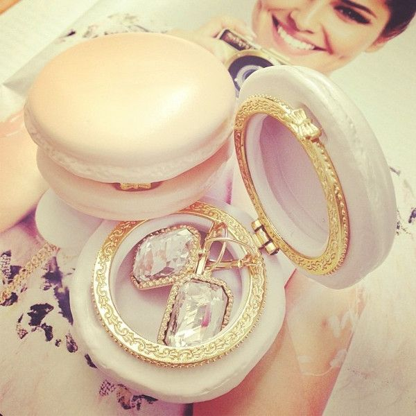 Macarons are not just for eating anymore!  We love this chic macaron compact.: