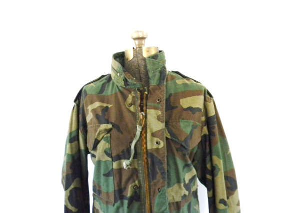 Vintage Green Camouflage Army Coat A camouflage army coat with two front chest pockets and two pockets for your hands, a chunky zipper and snap buttons close the coat. Green and brown camouflage pattern. In good vintage condition. Please measure. Measurements: Chest: 18.5 inches