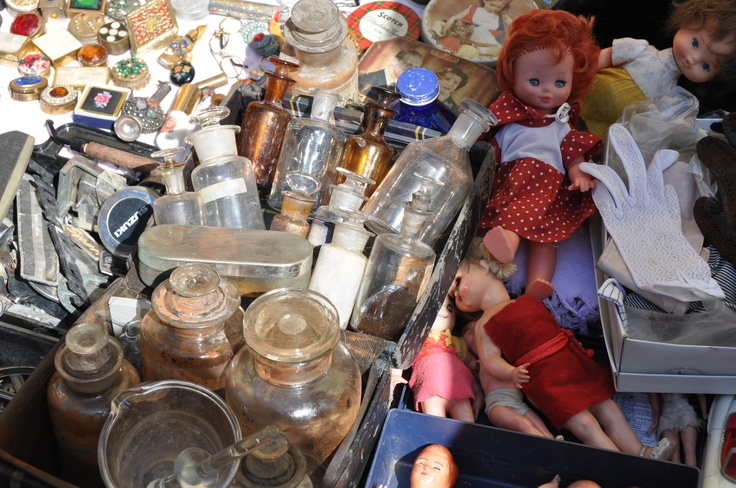 Bottles and old dolls at Feira da Ladra