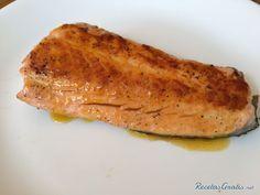 Aprende a preparar salmón glaseado con mandarina y miel con esta rica y fácil receta.  El salmón es una excelente fuente de proteína alta en minerales, vitaminas y...