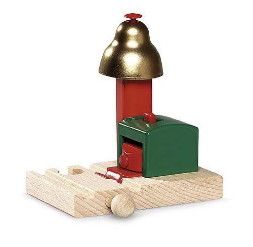 Brio Magnetisch belsignaal   Spoorbaangeluiden zonder batterij! Het rinkelende geluid van de Bel wordt door magneetkracht geactiveerd als er een trein voorbij rijdt. De Bel kan ook met de hand worden geluid. http://www.brio-trein.nl/brio-treinen-magnetisch-belsignaal.html