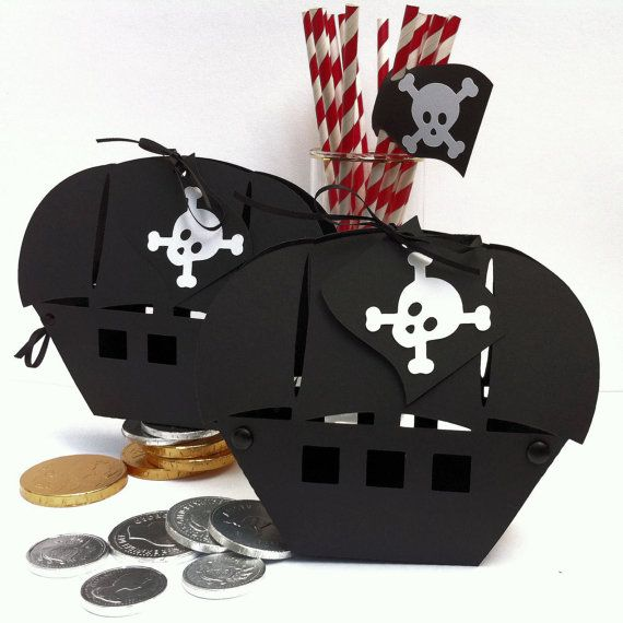 Pirate Boat gift boxes. Birthday party, gifts, favors. Pirate goody bags, loot boxes. Pirate ship, jolly roger, gift bags, gift tags.
