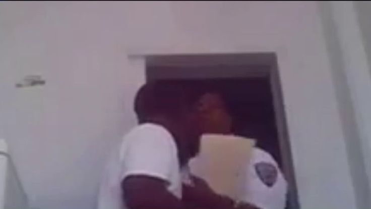 New York Jail Captain Resigns After Video Surfaces Allegedly Showing Her Kissing Inmate at Rikers Island