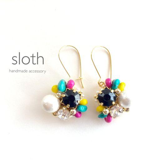 black bijou × colorful beads by sloth アクセサリー ピアス | ハンドメイド、手作り作品の通販・販売サイト minne(ミンネ)