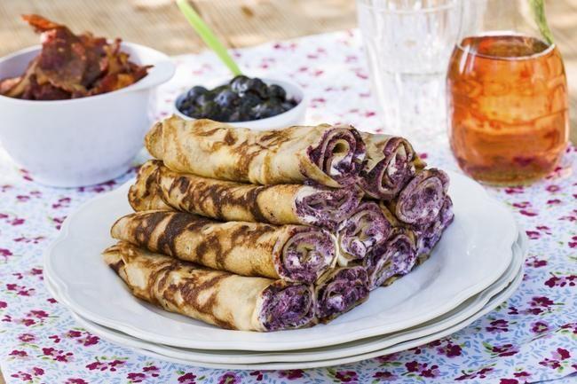 Pannekaker med rørte blåbær