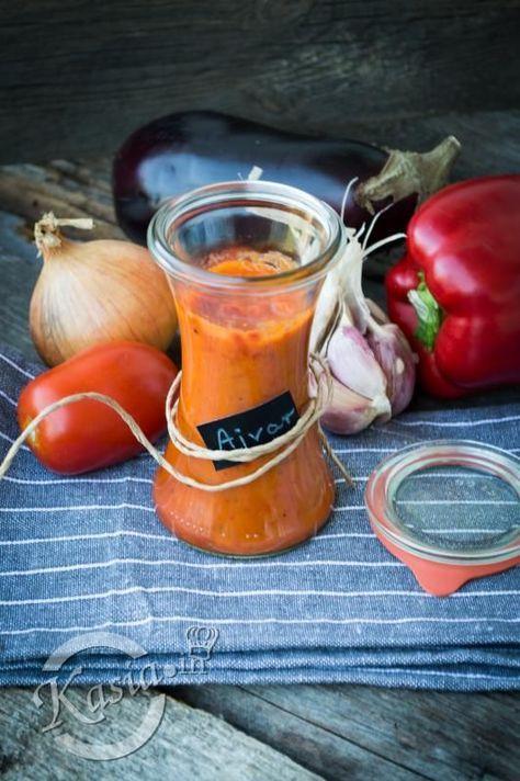 Ajvar (ajwar) to taki przepyszny sos, pasta z pieczonej papryki, bakłażana z dodatkiem pomidorów, czosnku i cebuli.   Ajvar nadaje się, jako dodatek prawie do wszystkiego :) Na kanapkę z szynką,...