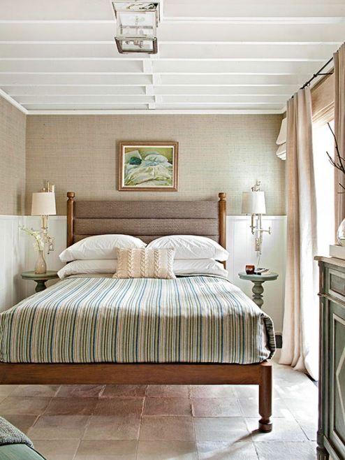Yatak Odası Renk Seçimi - Kum rengi + Kirli Beyaz + Tozlu yeşil veya Mavi  Bu renklerle sahil yerlerinden esinlenmiş bir beach resort görünümü kazandırabilirsiniz odanıza. Kumlu kahverengi, kirli beyaz ve tozlu yeşil ve mavi tonlarını kullanarak muhteşem bir atmosfer yaratabilirsiniz.