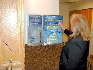 Venta de agua a través de Máquinas, Chemfree Systems Inc.