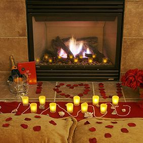 <3 Romantic indoor picnic when its too cold outside......