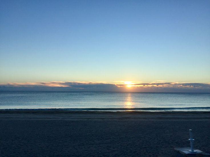 Amanecer en la playa La Glea. Campoamor, Alicante