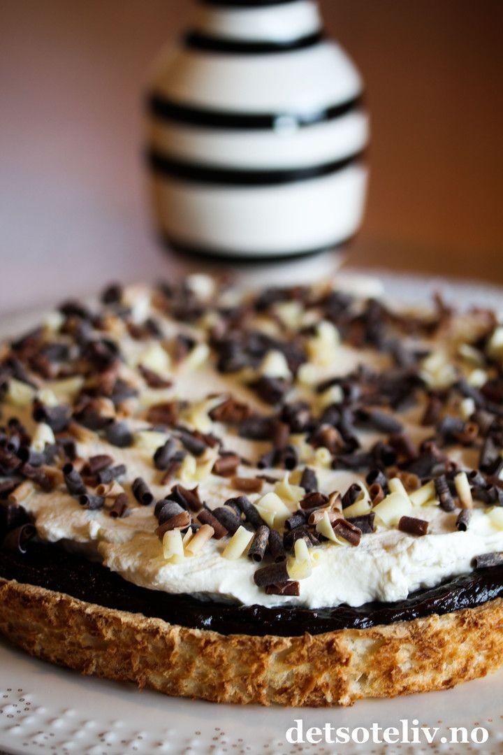Kokoskake med sjokoladefyll og krem   Det søte liv