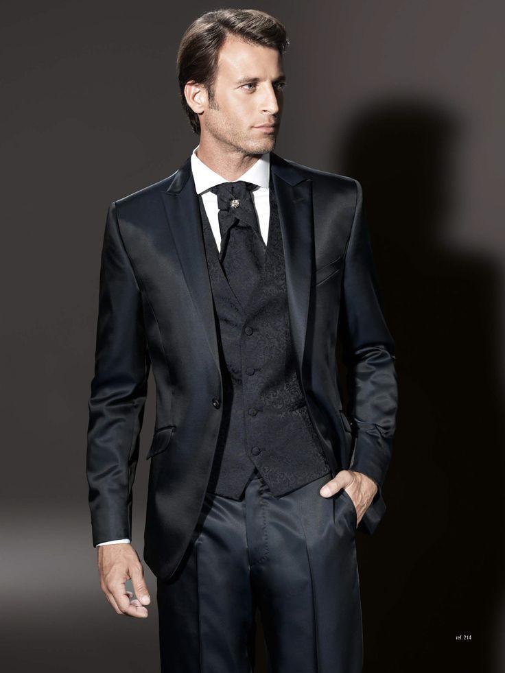 Traje de novio de la firma Sandro Sellini. Disponible en www.sastreriacampfaso.es