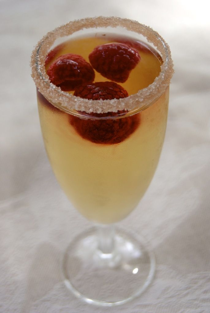 Best 25 champagne drinks ideas only on pinterest for Cocktail au champagne