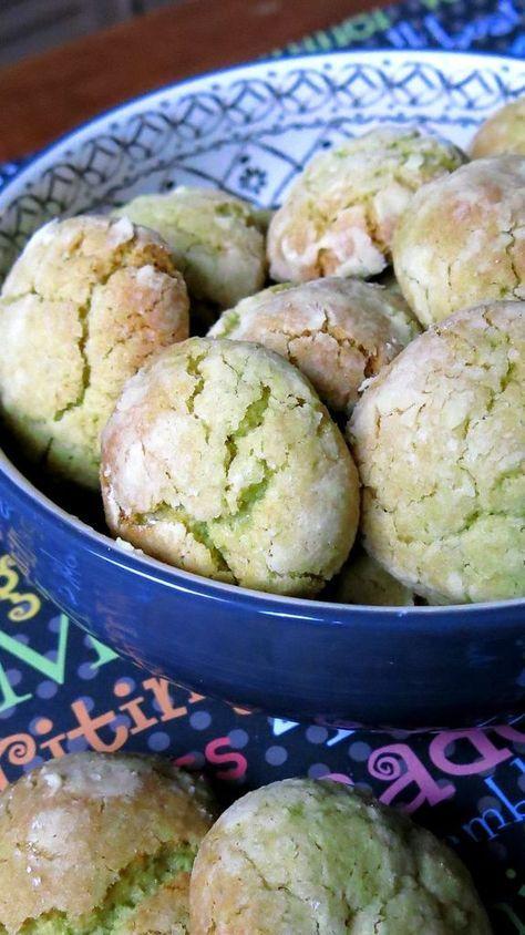 Ingrédients pour environ 30 biscuits: -100gr de beurre mou - 1 oeuf - 60gr de sucre en poudre - 2 c.à soupe de pâte de pistache - 300gr de farine - 1/2 sachet de levure chimique - sucre glace pour la finition. Dans le bol du robot, mixez le beurre mou...
