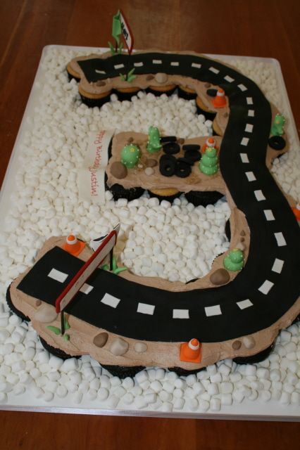 Best 25 Race Track Cake Ideas On Pinterest Car Birthday