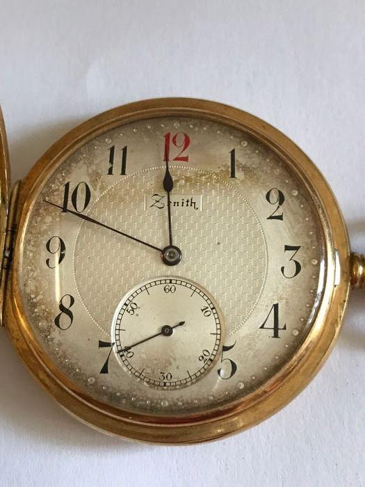 Zenith zakhorloge - dubbele hunter etui - rond 1900  Zenith Grand Prix Paris 1900 18 kt gouden horloge dubbele 'savonnette' case vroege 20e eeuw.Verkeer: Zenith hand-wond mechanisch uurwerk. Functies: Uren minuten en seconden.Wijzerplaat: Wit met Arabische cijfers. Ongewone eigenschap: nummer 12 in het rood.Case: 18 kt goud dubbele voorkant en achterkant met druk sluiting plexiglas externe kronkelende kroon en tijdinstelling met de knop voor het openen van de voorklep diameter: 51 mm totale…