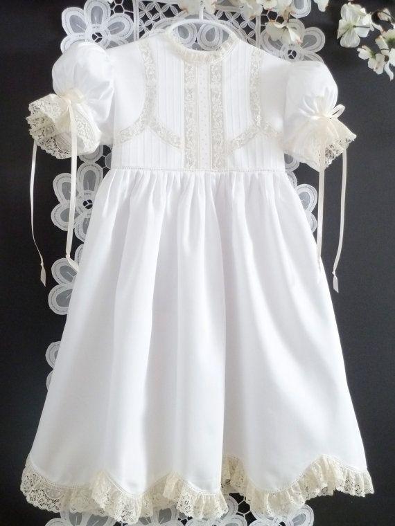 Aduana/Made-To-Order    Exquisito y clásico, este hermoso blanco vestido de Satén italiano será sin lugar a dudas, que para el recuerdo de una