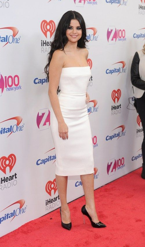 Selena Gomez, Demi Lovato, The Weeknd, Calvin Harris, 5 Seconds of Summer, Nick Jonas, Fifth Harmony, Zedd, Shawn Mendes, Fetty Wap, Tove Lo, Charlie Puth, [...] http://justgetideas.com/selena-gomez-looking-magnificiently-gorgeous-z100s-jingle-ball-2015-in-nyc-15/