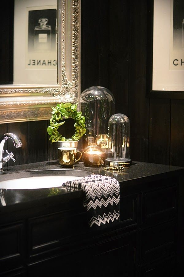 Tomines Hjem Smallest Room Pinterest Love The Silver Frames And Black