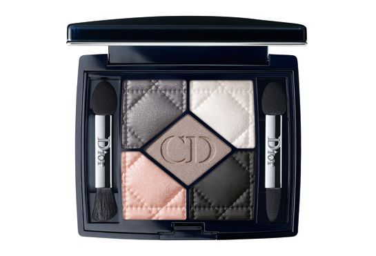 5 Couleurs palette, Dior - €57,50A collection of 13 complimentary shades ranging from modest and subtle, to bold and bright, with each palette based around a prominent color in the fashion house's history. With a shade to suit everyone, you are sure to find the perfect eye shadow this fall.
