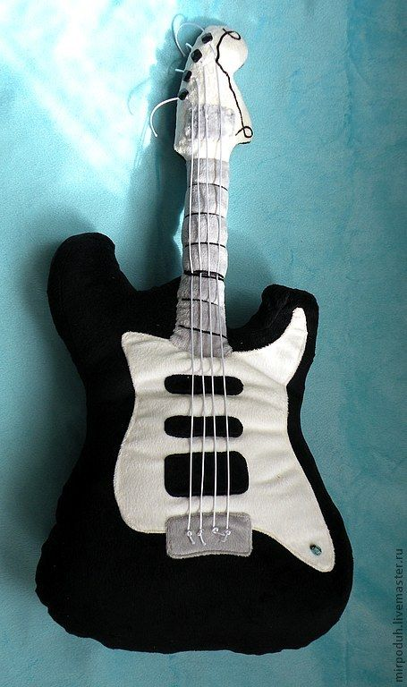 Подушка Электрогитара Stratocaster - подарок музыканту,подарок мужчине
