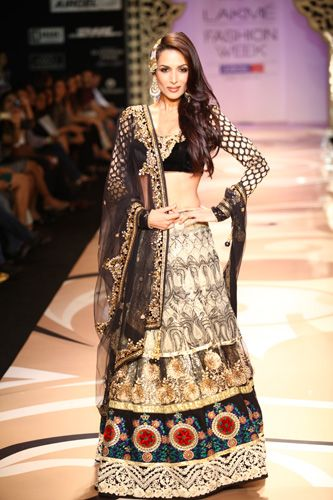 Malaika Arora Khan in a bridal lehenga, well i love the top and the dupatta but i dont like the skirt but she looks gorgeous