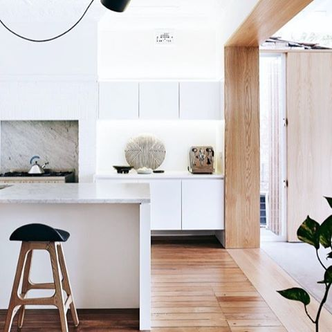There's our favourite combination again - White + Wood. Layered with lots of texture, black accents and some indoor greens create a gorgeous space. Found on Pinterest via @homestoloveau #kitchen #white #wood #indoorgreen #kitchenstyle #everydayluxury #whitehomeboutique #shoponline