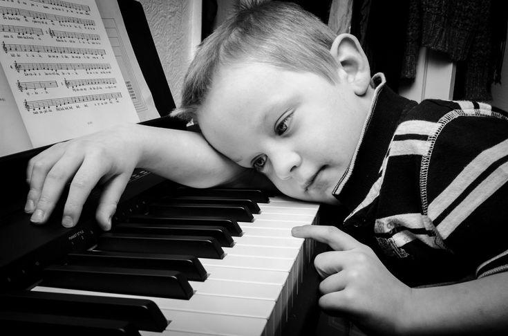 Crianças que tocavam um instrumento apresentaram níveis de atividade no córtex cerebral aumentados, indicando maior aptidão a multitarefas