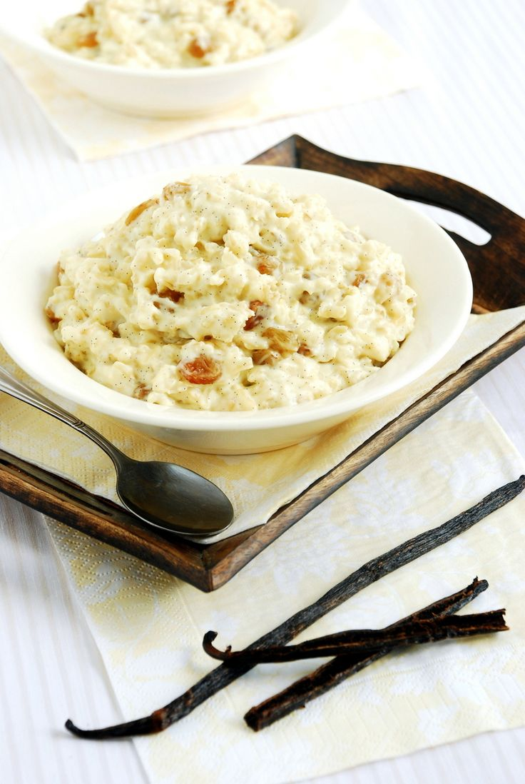 Vanilla rice with raisins and apple – perfect sweet breakfast to start the day! No sugar (sweetened with stevia) and gluten free. Great for vegan and vegetarian.