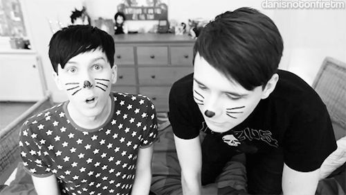 I DIED WHEN DAN DID THAT SMILE I JUST UGH THESE BOTS ARE GONNA KILL ME