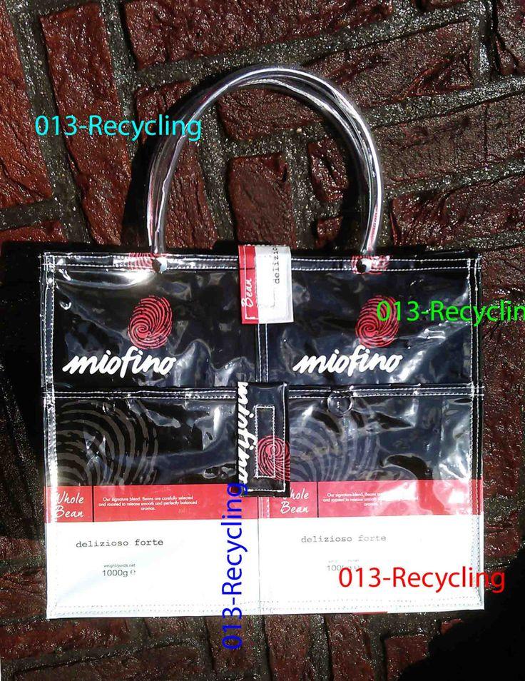 Handbag/Handtas recycled Coffeebags/Koffiezakken_04_type Miofino_BlackBraunWhite with images/ZwartBruinWit met print door Petershandmades op Etsy