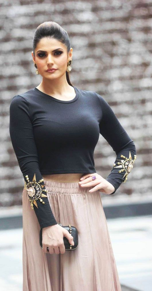 Zarine Khan Cute Wallpaper Zarine Khan Was Spotted At Lakme Fashion Week Wearing A