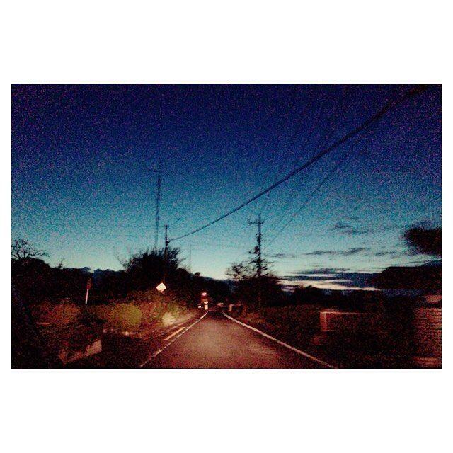 Instagram【mgmg032】さんの写真をピンしています。 《堂平山🌠❣️ #堂平山#夜景#星空#流れ星#鹿 #80パーセントの終日雨予報を #完璧な快晴に変えるほど晴れ女な私 #流れ星みた#鹿3頭でた #君の名はの挿入曲のフィット感 #写真は帰りの道中の朝焼け 最近の出来事の連投ごめんなさい↓》