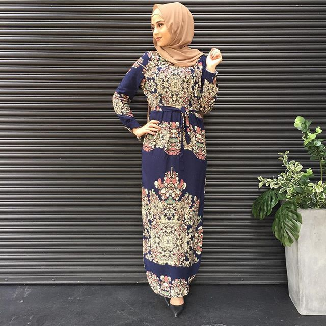 The all favourite Victorian print now available in a Pleat Dress😍 In stores now. Both stores open for late night trade. ✨ #modelleofficial #ootd #hootd #hijab #fashion #voguehijabs #coveredhair #casual #getthelook #outfit #modest #muslimah #style #styling #fashion #fashionblogger #fashionista #tbt #inspiration #spring #springfashion #cafe #islam #vsco #food #travelgram #thursday #shopping