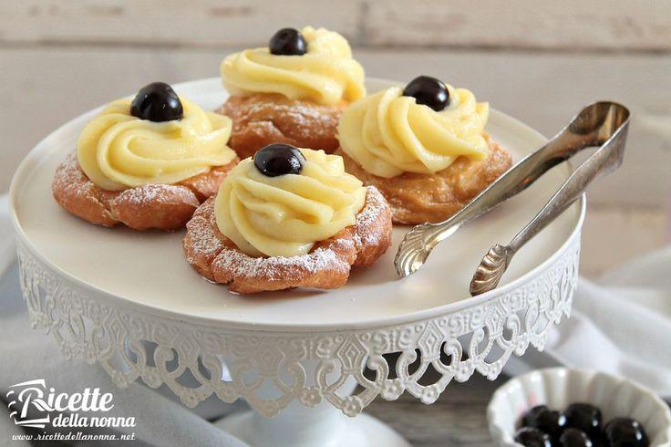 Le Zeppole di San Giuseppe sono delle frittelle tipiche napoletane che vengono preparate tutto l'anno ma in particolare per la festa di San Giuseppe ossia
